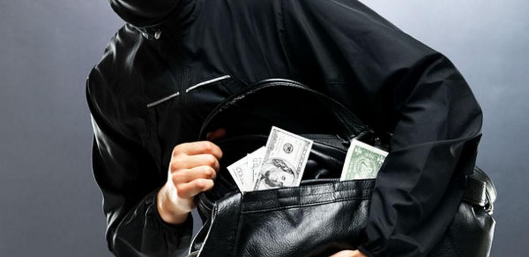 Сон о том, что у вас украли сумку, имеет несколько значений.